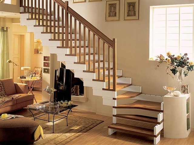 Quarter Turn Staircase With A Lateral Stringer Wooden