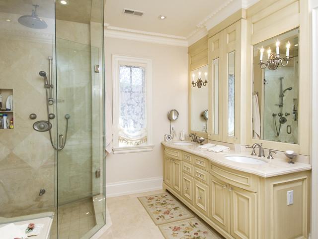 Bathroom crema marfil for Crema marfil bathroom ideas