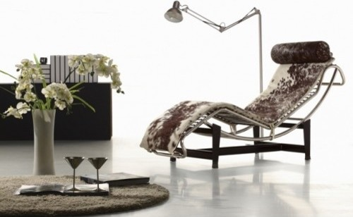 Le Corbusier Replica Chaise in Cowhide modern-indoor-chaise-lounge-chairs
