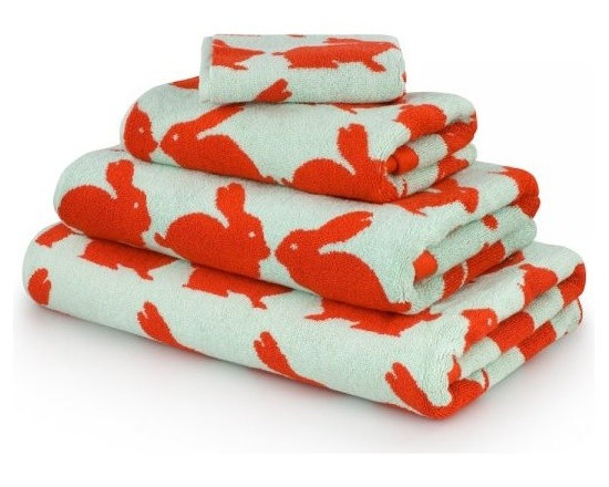 Anorak Kissing Rabbits Bath Towel -