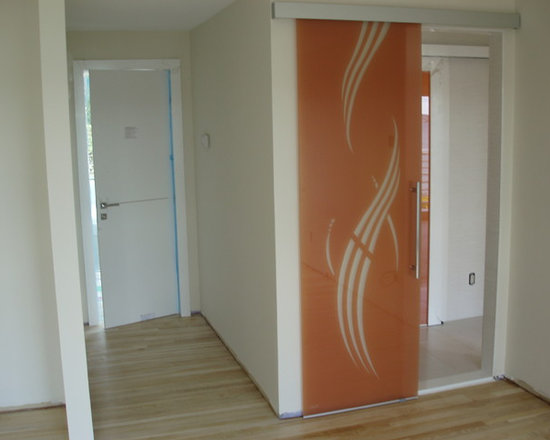 Private residence in Mill Neck, NY (Long Island) - Glass door sliding on wall coordinated in the same bedroom with two high-gloss white interior doors, all designed and crafted in Italy.