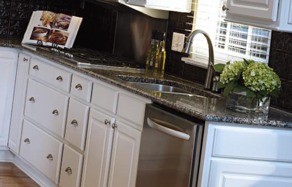 Aristokraft White Kitchen Cabinets
