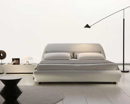 Downtown Leather Platform Bed By Rossetto - No need to your count sheep with the Downtown Leather Platform Bed. Due to its mix of sleek comfort and elegant curved design, slumber is peaceful and stylish. The bed platform style is made of a sturdy construction and does not require a box spring, only a top mattress.