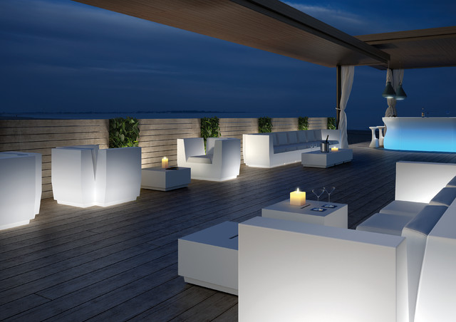 PLUS T - Lights - Furniture contemporary-outdoor-dining-tables