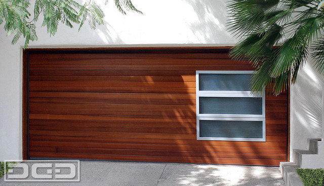 Modern Garage Door in a Horizontal Wood Slat Design w/ Accent Side ...