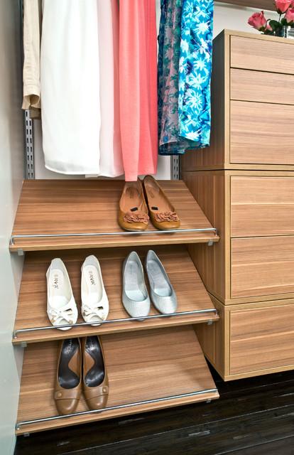 Organized Living freedomRail clsoet shoe shelves
