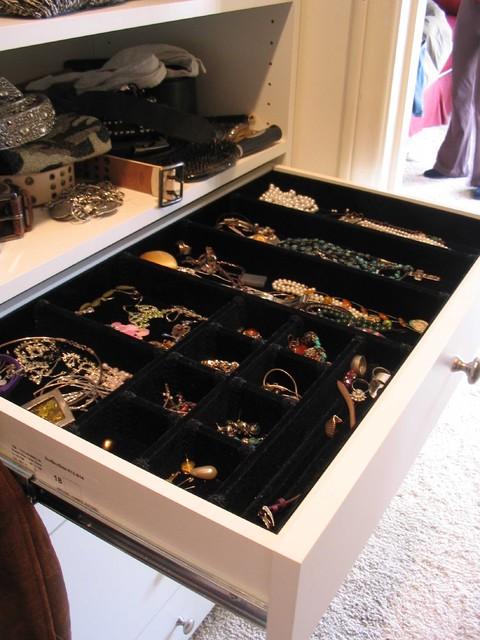 Details contemporary-closet