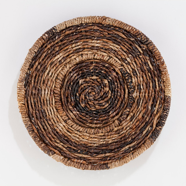 Round Madras Chargers contemporary-tablecloths