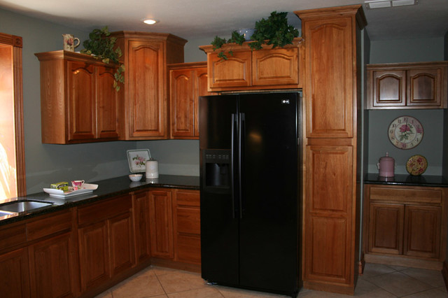 Hickory Kitchen Cabinets Home Design traditional-kitchen-cabinets