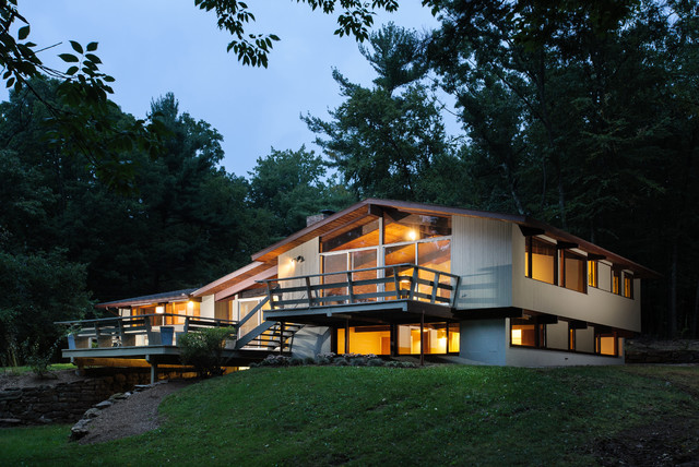 Mid-Centry Modern Home midcentury-exterior