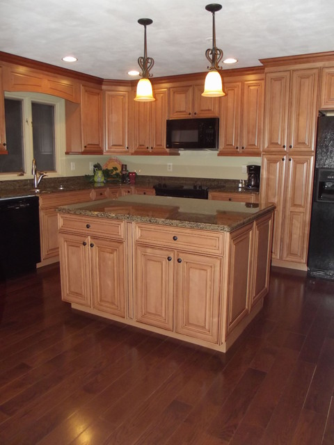 Maple Spice With Mocha Glaze Cabinets And Tropical Tan Granite Traditional