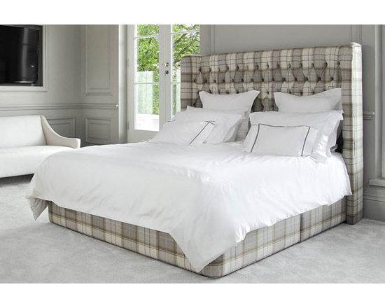 Hubert Bed -