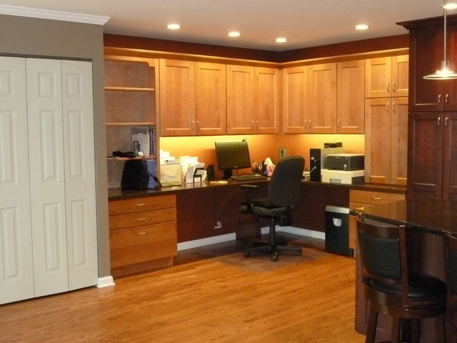 Rolling Meadows Kitchen and Office traditional-home-office