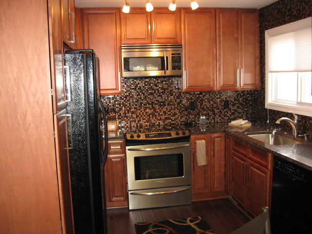 Series Cinnamon Glaze Kitchen Cabinets eclectic