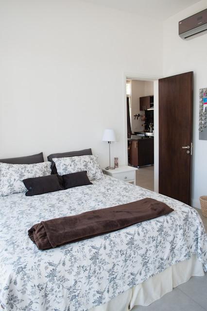 Kariboo Loft Apartment modern-bedroom
