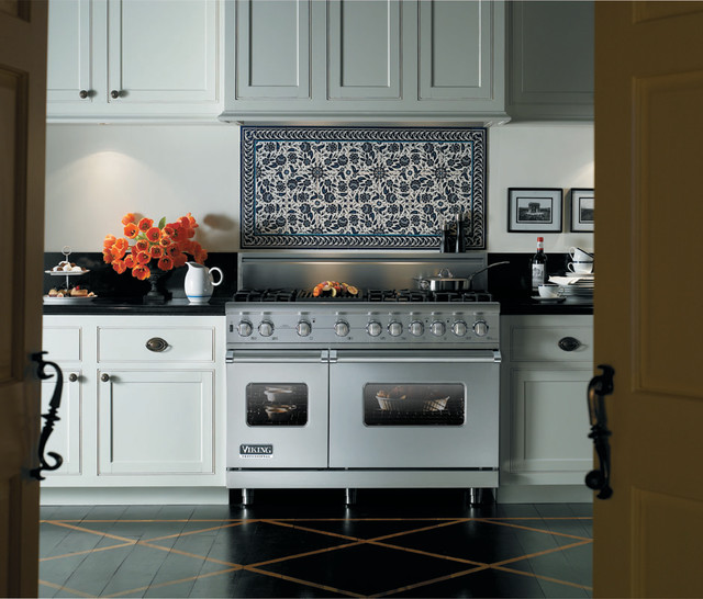 Viking Kitchens - Traditional - Kitchen - toronto - by Appliance Love