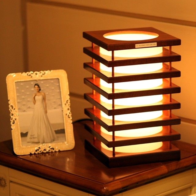 Modern Style Square Tower Wood Decorative Table Lamp