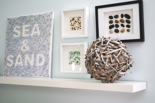 Beach finds: driftwood, seaglass and pebbles beach-style