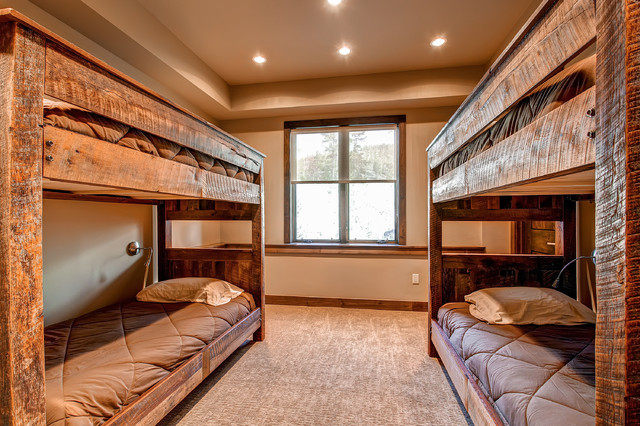 584 Discovery Hill Drive rustic-bedroom