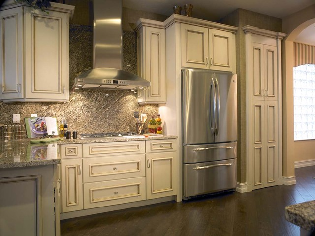 Yorktowne Cabinetry Toll Brothers Model Home Florida Traditional
