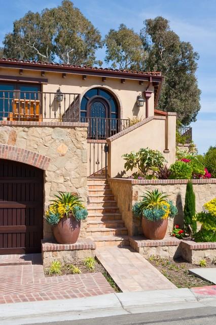 Laguna Beach Cottage mediterranean-entry