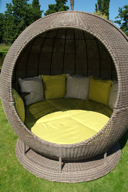Day Beds Garden Furniture : Apple helios day bed modern daybeds other metro by