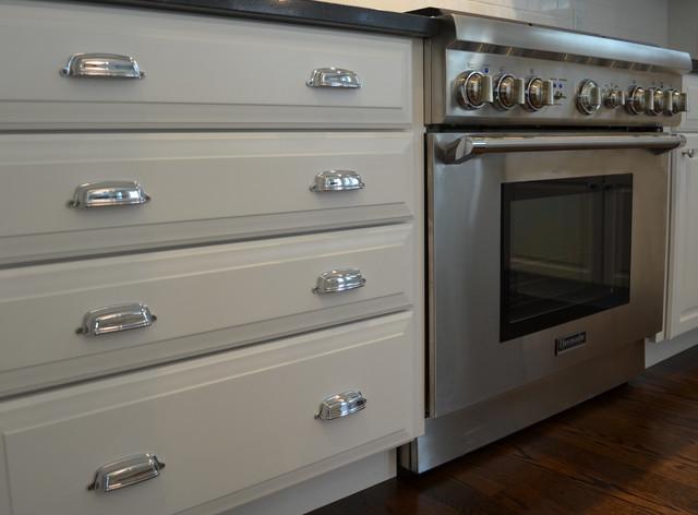 Kitchen cabinet hardware traditional kitchen cabinetry for Traditional kitchen cabinet handles