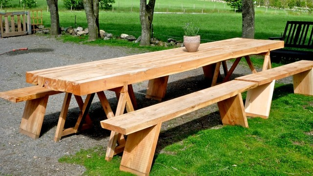 Outdoor table made with chainsaw craftsman-outdoor-dining-tables