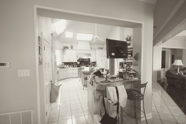 Kitchen Before traditional
