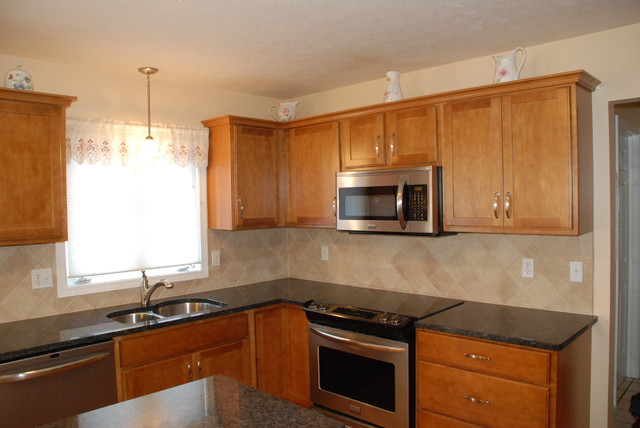 Small Kraftmaid Kitchen - Traditional - Kitchen Cabinetry - other metro - by Four Points ...