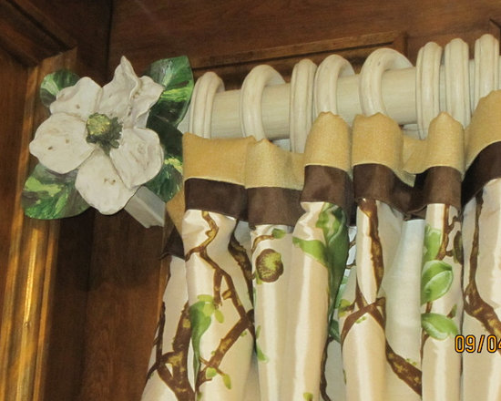 2774 - I used the old magnolia finials, changed the paint colors to match the new silk floral fabric and antiqued the old rods and rings.  The top banding is a good way to add some detail without detracting from the floral pattern.