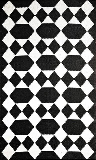 Indoor Outdoor Reversible 5 x8 Rectangle Black White Area