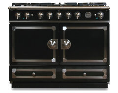 La Cornue CornuFé Stove, Gloss Black traditional-ovens