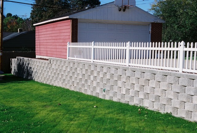 Keystone Sculptured Retaining Wall traditional-retainer-walls