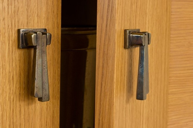 Knobs and Pulls traditional