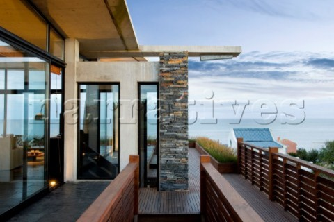 Beach House MORA MORENA contemporary-porch