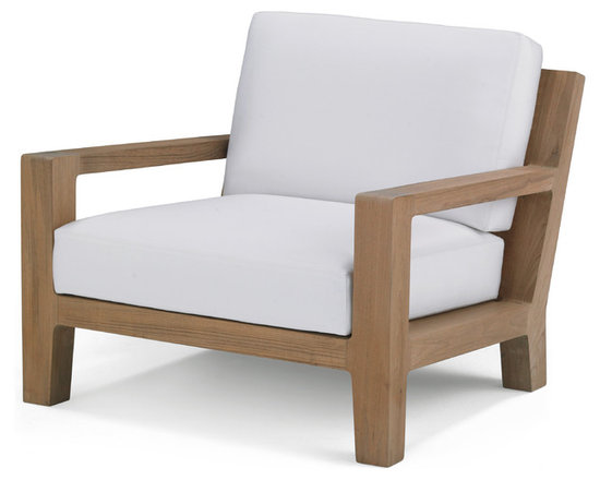 Banyan Lounge Chair - Influenced by the power and romance of the Banyan tree's epiphyte nature to spread its roots and bear fruit, Link Outdoor introduces Banyan Collection, designs by Holly Hunt. Seen as a departure from the strong contemporary and youthful lines of recent introductions, Banyan is a deep-seated luxury collection of plush classical outdoor furniture made for lounging and pure comfort - a collection that will transform outdoor spaces into contentment zones for living well. © Link Outdoor