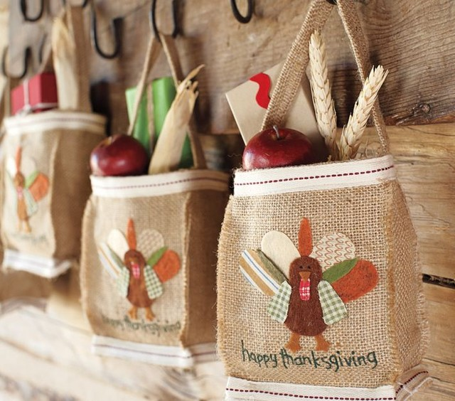 Mini burlap goodie bag traditional holiday decorations Burlap bag decorating ideas