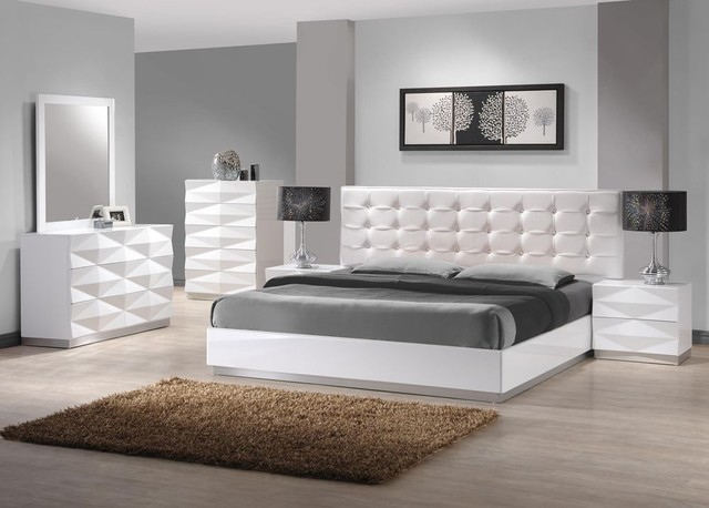 Contemporary White Bedroom Set 640 x 458