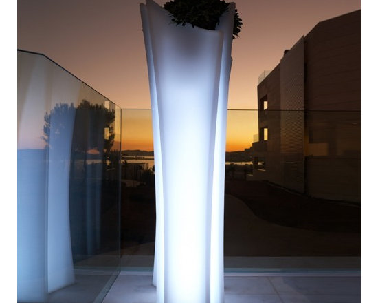 Vondom - Vondom | Alma Planter Illuminated - Design by A-Cero.