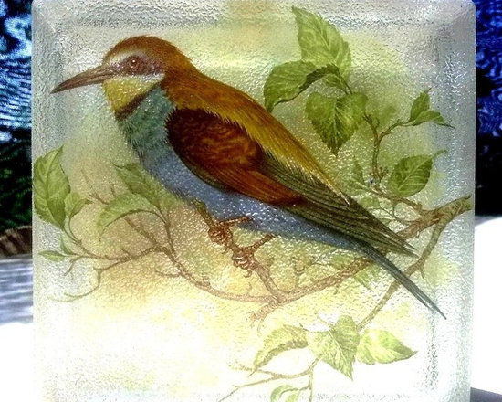 BIRDS - A tropical bird on decorglassblocks