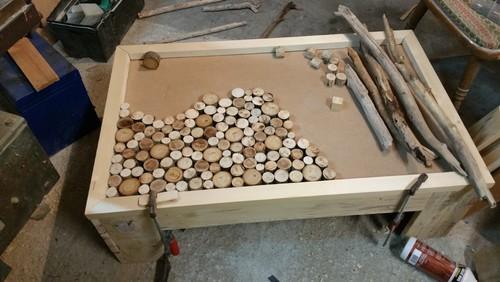 Table basse fait maison de palettes et bois flott - Fabrication meuble en palette ...