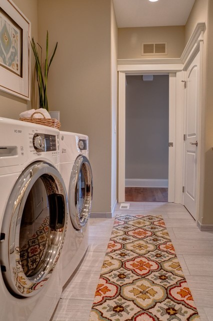 Des Moines Home Show 2013 - K and V Builders traditional-laundry-room