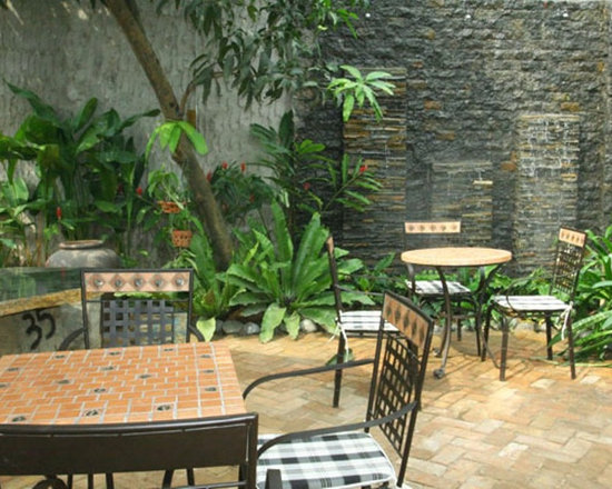 Mosaic table made in Vietnam for garden and patio -