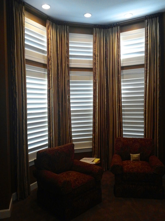 Drapery Ideas - Continuous rod in a bay window with stationary side panels.