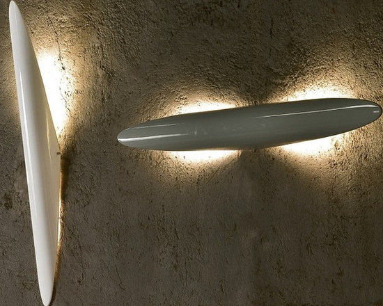Stilo Wall Lamp by Penta Light - Stilo Wall Lamp by Penta Light. Wall and ceiling lamp in thermoplastic expansion in the glossy colours white or black. 180° adjustable and tilting. Stilo Wall Lamp by Penta Light are designed by Piva Associati.