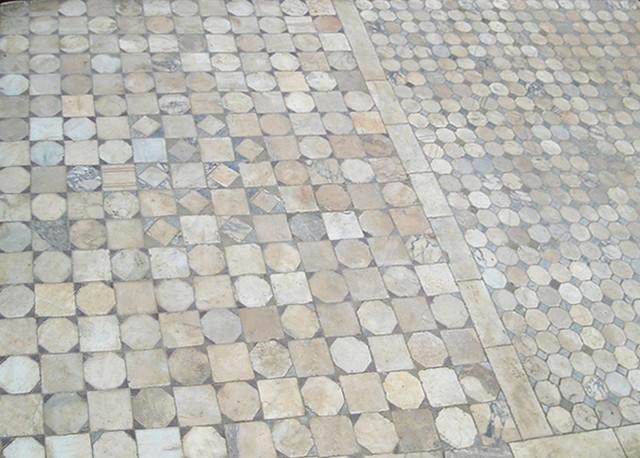 Antique Carrara marble Floors mediterranean-showers