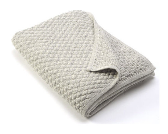 Sefte Living - Sefte Kantu Woven Throw Silver - Delicately woven into a sturdy throw, this blanket stands out from the rest with its chic textural pattern and incredibly soft alpaca wool. The heathered yarn makes a subtly luxurious throw blanket for your modern home, as the neutral tone will look perfect in any room in the house.