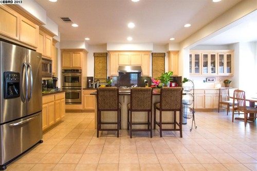 Help us tone down natural oak color of cabinets by painting walls