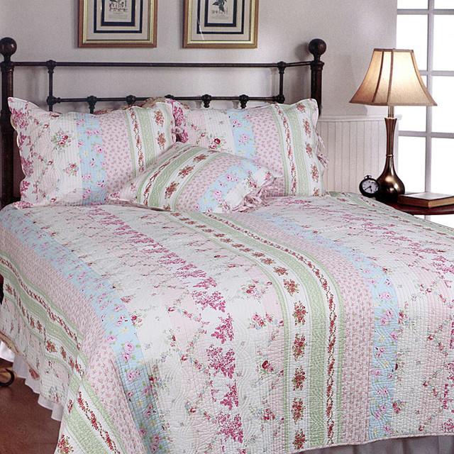 Wild rose enchantment patchwork 3 piece quilt set for Wild bedding